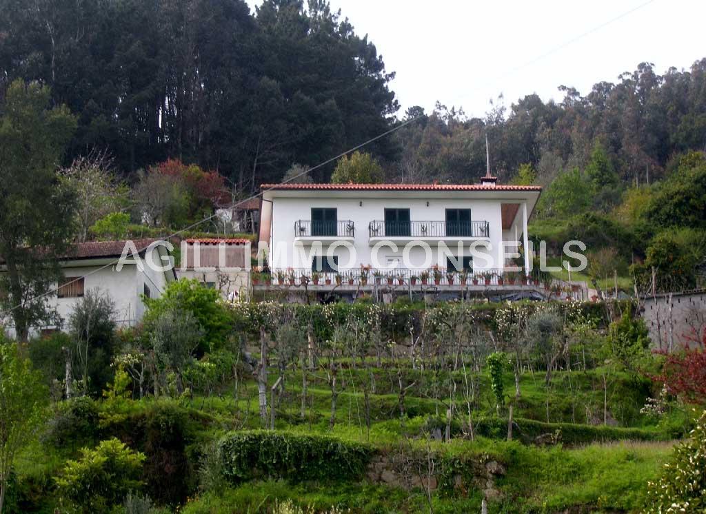 Au Portugal Maison individuelle avec cave et garage - PORTO