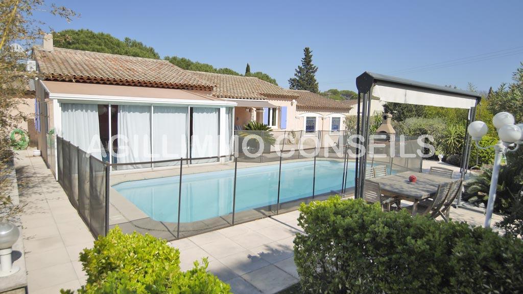 Villa 6 pièces de plain pied grand terrain et piscine - PUGET SUR ARGENS
