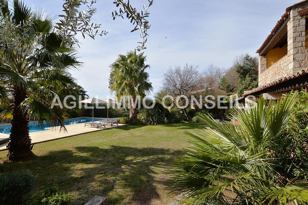 Villa 12 Pièces - 9 chambres - Balcon - Cave - Piscine - LA MOTTE
