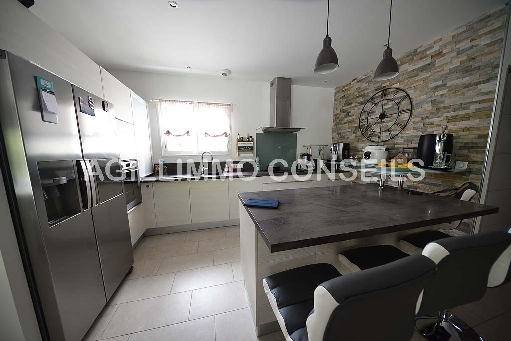 Villa 5 Pièces - 4 chambres - Garage - Piscine - PUGET SUR ARGENS - Var