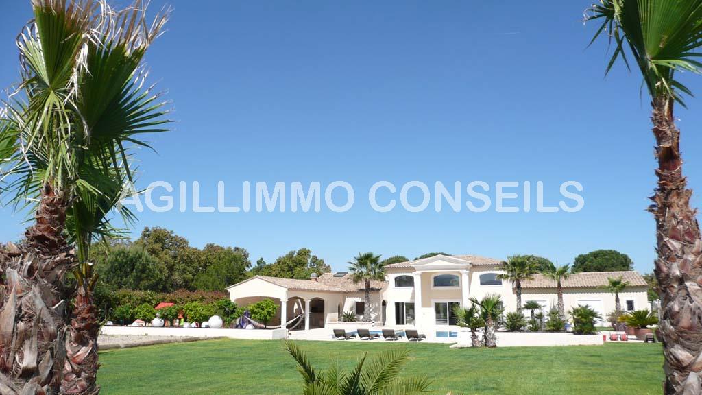 Villa moderne de luxe sur terrain 3072 m2 - LE CANNET DES MAURES Var